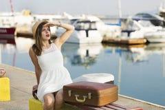 Młoda kobieta przygotowywająca dla dennego rejsu Fotografia Stock