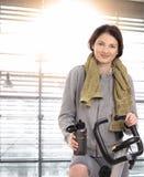 Młoda kobieta przygotowywająca zaczynać trenować fotografia royalty free