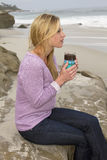 Młoda Kobieta ranek Przy plażą Obraz Royalty Free