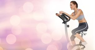Młoda kobieta robi ćwiczenie rowerowi z różowym tłem Obrazy Stock