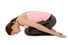 Młoda kobieta robi joga, dziecka ` s poza fotografia royalty free