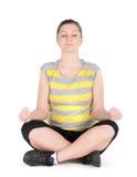 Młoda kobieta robi sprawności fizycznych ćwiczeniom odizolowywającym na białym tle Fotografia Royalty Free