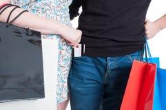 Młoda kobieta stawia kredytową kartę w chłopak kieszeni Zdjęcie Stock
