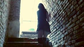 Młoda kobieta tancerza dancingowy współczesny taniec na schody zbiory