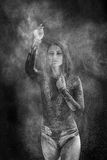 Młoda kobieta taniec w mąki chmurze Zdjęcie Royalty Free
