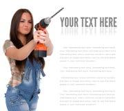 Młoda kobieta trzyma cordless elektrycznego świder Zdjęcie Stock