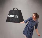 Młoda kobieta trzyma jeden tonę stresu ciężar Zdjęcia Royalty Free