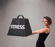 Młoda kobieta trzyma jeden tonę stresu ciężar Zdjęcia Stock