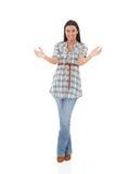 Młoda kobieta trzyma niewidzialny przedmiota ono uśmiecha się Zdjęcia Royalty Free