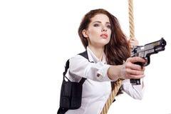 Młoda kobieta trzyma pistolet fotografia stock