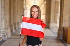 Młoda kobieta uśmiech z austriacką flaga Zdjęcie Royalty Free