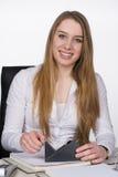 Młoda kobieta używa adhezyjnej taśmy Obrazy Royalty Free