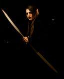 Młoda kobieta ubierał jako elf z łękiem Zdjęcie Royalty Free