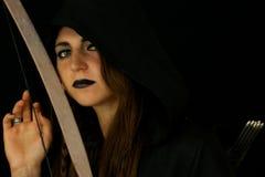 Młoda kobieta ubierał jako elf z łękiem Fotografia Royalty Free