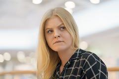 Młoda kobieta w żalu zdjęcia royalty free