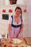 Młoda kobieta w dirndl w robić ciastu Zdjęcie Stock