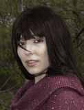 Młoda kobieta w fashoniable wierzchołku Zdjęcie Stock