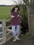 Młoda kobieta w fashoniable wierzchołku Obrazy Stock