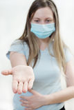 Młoda kobieta w medycznej masce. Fotografia Royalty Free