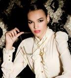 Młoda kobieta w modzie odziewa Fotografia Stock
