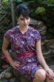 Młoda kobieta w ogródzie fotografia stock
