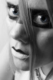 Młoda kobieta w profilu z niebieskimi oczami semi Obrazy Stock