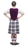 Młoda kobieta w tradycyjnej odzieży dla Szkockiego tana Tylny pos Zdjęcia Royalty Free