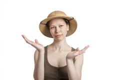 Młoda kobieta w tropikalnym hełmie z ręk palmami up fotografia stock