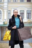 Młoda kobieta w zima dniu zdjęcia stock