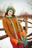 Młoda kobieta w zima w śniegu Zdjęcie Royalty Free