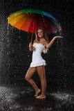 młoda kobieta wielo- parasolowa kobieta zdjęcia stock