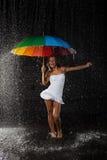 młoda kobieta wielo- parasolowa kobieta obraz stock