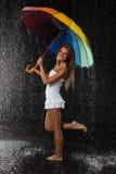 młoda kobieta wielo- parasolowa kobieta zdjęcia royalty free