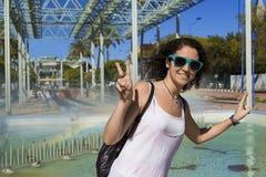 Młoda kobieta z śmieszną pozą Zdjęcia Stock