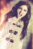Młoda kobieta z agresyjny krzyczeć out. Zdjęcia Royalty Free