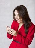 Młoda kobieta z ciążowym testem obrazy royalty free