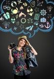 Młoda kobieta z fotografii kamery główkowaniem na wakacje Zdjęcia Royalty Free