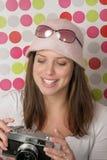 Młoda kobieta z kamerą Obraz Stock
