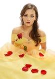 Młoda Kobieta z kolor żółty suknią zdjęcia stock