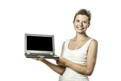 Młoda kobieta z komputerem fotografia royalty free