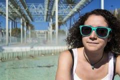 Młoda kobieta z okularami przeciwsłoneczne Obrazy Stock