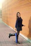 Młoda kobieta z parasolem Zdjęcia Stock