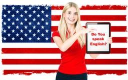 Młoda kobieta z pastylka komputerem osobisty. język angielski uczenie Fotografia Stock