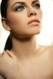 Młoda kobieta z piękną zdrową twarzą Zdjęcia Royalty Free