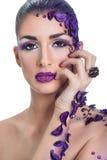 Młoda kobieta z pięknym włosianego stylu i sztuki abstrakta makijażem Obraz Stock