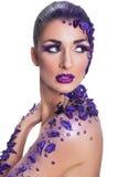Młoda kobieta z pięknym włosianego stylu i sztuki abstrakta makijażem Zdjęcie Stock