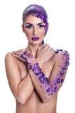 Młoda kobieta z pięknym włosianego stylu i sztuki abstrakta makijażem Zdjęcia Royalty Free