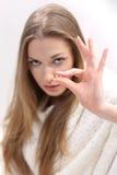 Młoda kobieta z pigułką Obrazy Royalty Free