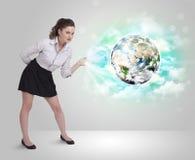 Młoda kobieta z ziemi i chmury pojęciem Zdjęcia Stock
