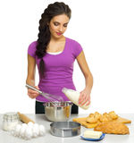Młoda kulinarna kobieta odizolowywająca Obraz Royalty Free